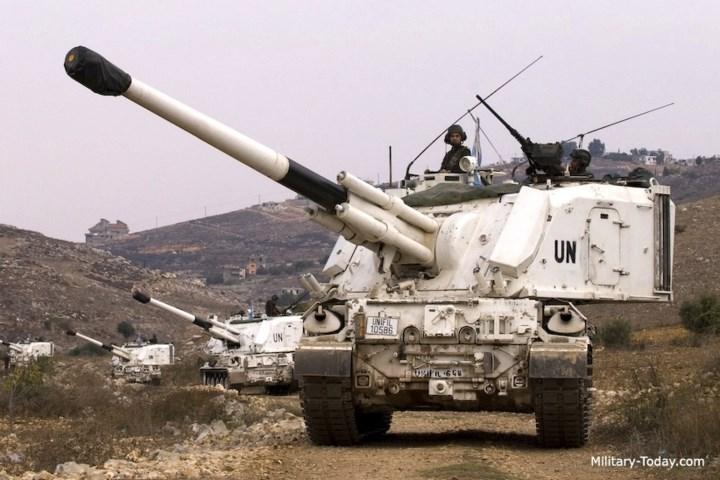 Hệ thống hỏa lực phụ của pháo gồm một khẩu súng máy 7,62mm hoặc 12,7mm gắn trên mái.