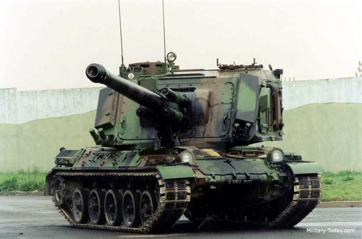 Pháo F1 GCT bắn các loại đạn: tiêu chuẩn, đạn rocket, đạn xuyên giáp, đạn khói và đạn cháy.