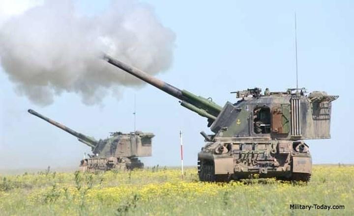 Tầm bắn của pháo là 23,5km với đạn tiêu chuẩn, và 30km nếu bắn loại đạn có hỗ trợ của rocket.