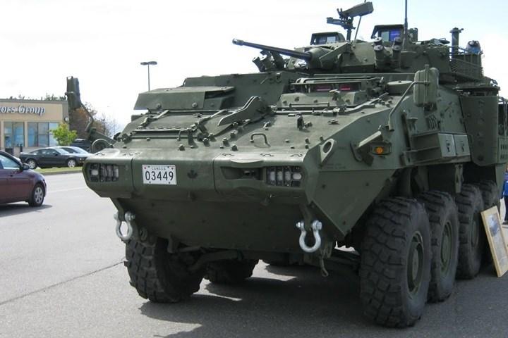 Vỏ kép hình chữ V của xe giúp nó chống chịu tốt trước mìn và các loại thiết bị nổ tự chế.