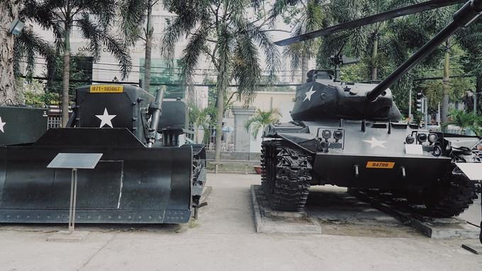 Các loại xe tăng phun lửa, xe tăng hạng nhẹ có thể chạy trên nhiều địa hình như đường nhựa, đồng ruộng, đất gồ ghề hoặc lội nước. Khi cần thiết, chúng có thể được máy bay thả dù xuống mặt đất.