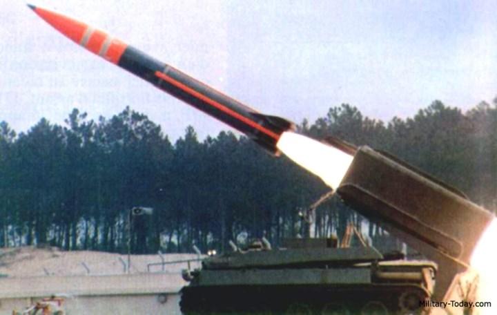 Tên lửa của hệ thống có trọng lượng 2.423 kg; tầm bắn 120km. Ảnh: Military-Today.