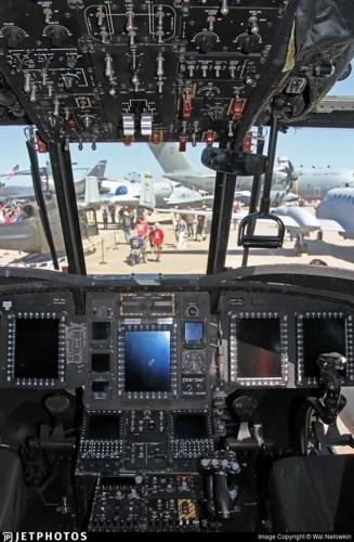MH-47G có thiết kế buồng lái mới giúp nâng cao khả năng sống sót của phi hành đoàn trong trường hợp xảy ra tai nạn. Ảnh: Jetphotos.
