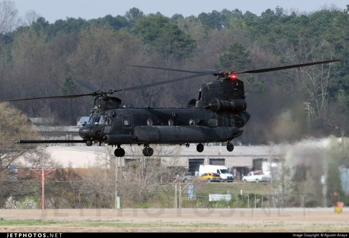 MH-47 còn được thiết kế cho phép tiếp nhận nhiên liệu trên không để nâng tầm hoạt động. Ảnh: Jetphotos.