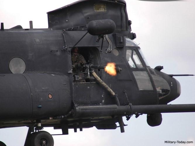 Phiên bản MH-47G hiện tại được trang bị hai khẩu minigun M134 7,62 mm và hai khẩu súng máy M240D 7,62 mm. Ảnh: Military-Today.