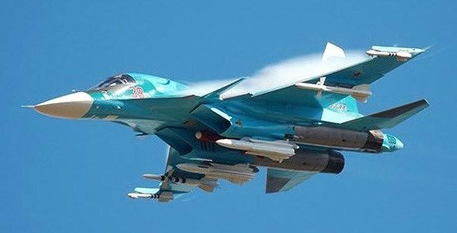 """Vũ khí mà các chiến đấu cơ trên sử dụng ngoài tên lửa đối đất thông thường thì chắc chắn còn có cả tên lửa chống bức xạ diệt radar nhằm nhanh chóng """"bịt mắt"""" hệ thống phòng không dày đặc của Ukraine."""