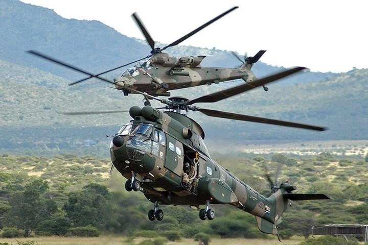 Trọng lượng tối đa khi cất cánh của trực thăng tấn công AH-2 Rooivalk (phía trên) là 8,7 tấn.