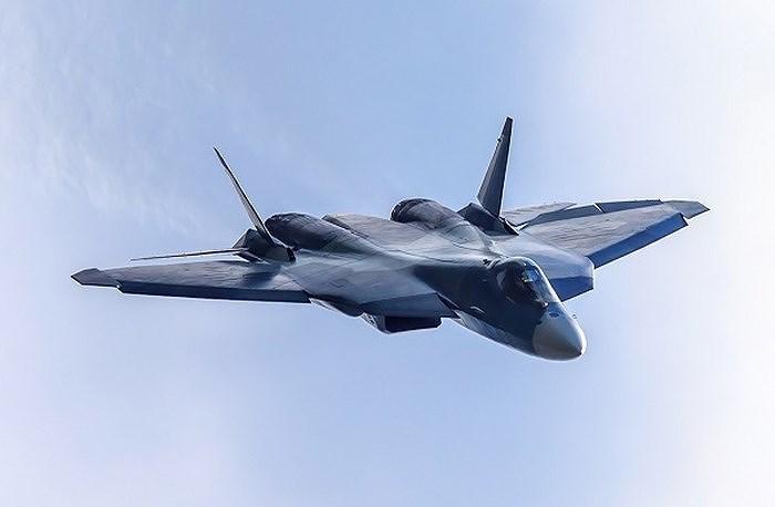 Đi kèm các máy bay làm nhiệm vụ tấn công thì dự báo Quân đội Nga sẽ cho tiêm kích tàng hình Su-57 tham chiến để ngăn chặn phi đội Su-27 và MiG-29 rất đáng gờm của Ukraine.