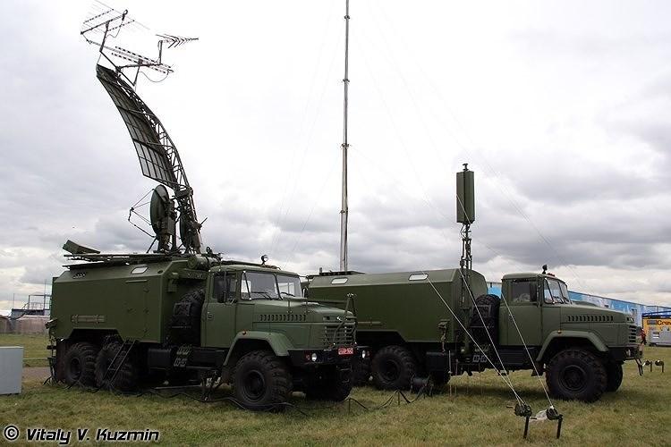 Mỗi tổ hợp gồm 3 đài thu tín hiệu sóng điện từ có thể bố trí cách nhau 10 km, cùng 1 đài điều khiển xử lý tín hiệu trung tâm, sẽ phát hiện và bám sát các phương tiện bay bằng việc giao hội sóng điện từ giữa 3 đài thu.