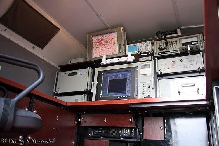 Hơn nữa, do Kolchuga là hệ thống cảm biến thụ động nên nó có khả năng sống sót cao vì không phát sóng nên các loại tên lửa bức xạ diệt radar không thể nương theo cánh sóng để bay tới tìm diệt.