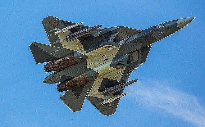 """Với ưu thế về diện tích phản xạ radar nhỏ, Su-57 sẽ đảm bảo cho Không quân Nga ưu thế """"thấy trước và bắn trước"""" khi phải đối đầu với các tiêm kích Ukraine trong tình huống không chiến."""