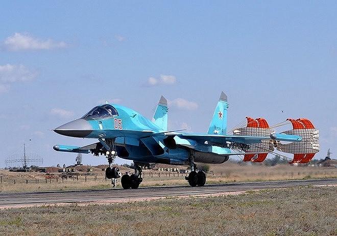 Mở màn cuộc chiến sẽ là các máy bay ném bom tầm xa siêu âm Tu-160, Tu-22M kết hợp cùng máy bay ném bom tiền tuyến Su-34 và Su-24 trở thành lực lượng tiên phong.
