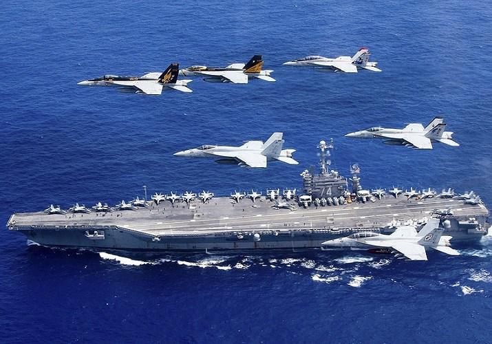 Nhóm tác chiến tàu sân bay USS John C. Stennis vừa đến vùng Vịnh vào hôm 21-12. Đây là chiếc tàu sân bay đầu tiên của Mỹ đi qua eo biển Hormuz và vùng duyên hải Iran kể từ khi Tổng thống Trump tuyên bố rút Mỹ khỏi thỏa thuận hạt nhân vào tháng 5.