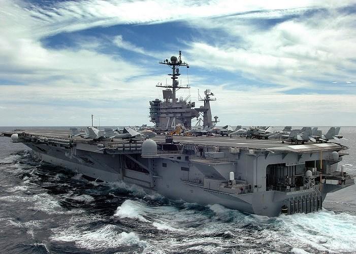 """""""Chúng tôi đang cố gắng hoạt động một cách khó đoán hơn. Chúng tôi phải thay đổi do các đối thủ của mình đang theo dõi vô cùng kĩ lưỡng"""", đại diện hạm đội 5 hải quân Mỹ Chloe Morgan cho hay."""