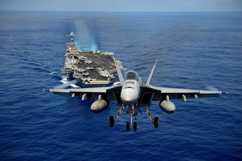 Các phóng viên trên tàu USS John C. Stennis cho biết, chiếc tàu này bị bám theo bởi khoảng 30 tàu chiến của hải quân Iran, cùng với đó là các máy bay do thám cũng được triển khai.