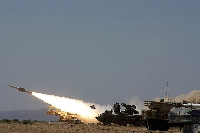 Cần nhắc lại rằng cách đây đúng 3 tháng, Nga đã chuyển giao cho Quân đội Syria các tổ hợp tên lửa phòng không S-300PM sau khi chiếc máy bay trinh sát điện tử Il-20 của họ bị gài bẫy bắn hạ.