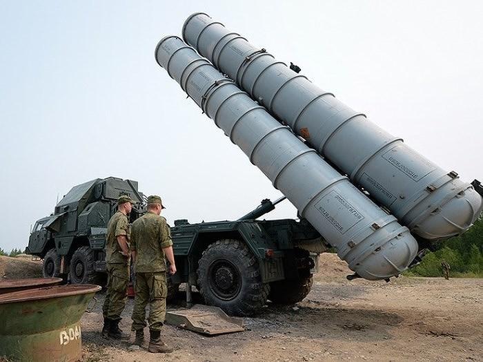 Khi cố vấn quân sự Nga về nước thì tức là lực lượng phòng không Syria đã độc lập vận hành các tổ hợp tên lửa đánh chặn tầm xa S-300PM cực kỳ tối tân.