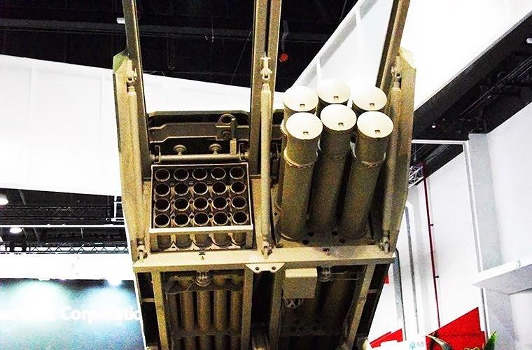 Pháo phản lực phóng loạt SR-5 được thiết kế để cung cấp hỏa lực chi viện cho các lực lượng mặt đất, ngăn chặn những cuộc tấn công quy mô lớn của đối phương.