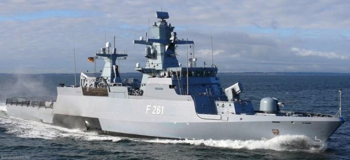 Tàu hộ tống K130 đạt mức độ cao về tự động hóa và tích hợp hệ thống cho phép giảm thủy thủ đoàn xuống mức ấn tượng: chỉ 65 người, gồm 1 thuyền trưởng, 10 sĩ quan chỉ huy, 16 chuyên gia kỹ thuật điều khiển các thiết bị điện tử, và 38 thủy thủ. Ảnh: seaforces.