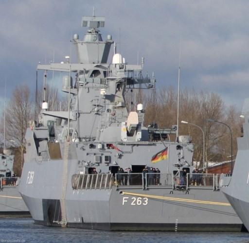 Tàu có 2 bệ phóng, mỗi bệ 21 ống phóng tên lửa đối không Raytheon. Các tàu K-130 có hai thiết bị phóng mồi bẫy để bảo vệ tàu khỏi các cuộc tấn công của tên lửa có cảm biến, hoặc được dẫn hướng. Ảnh: seaforces.