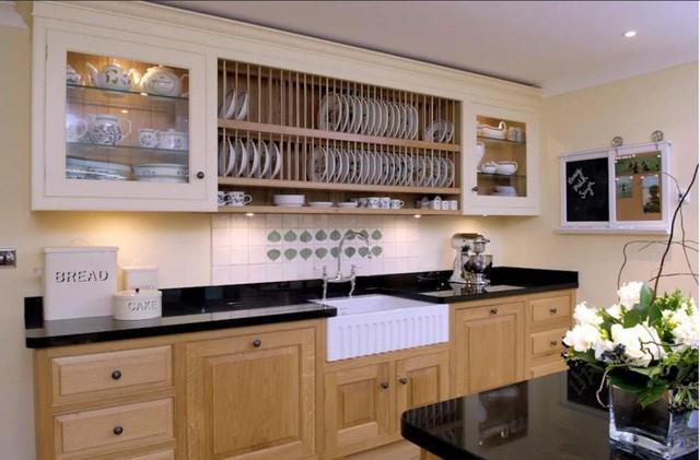 Tủ bếp hình chữ I giúp tiện kiệm diện tích sử dụng cho những căn hộ chung cư có diện tích sử dụng nhỏ nhưng không hề giảm đi tính năng của chúng.