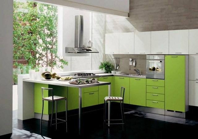 Góc bếp tràn ngập sức sống với tủ bếp màu xanh lá cây.