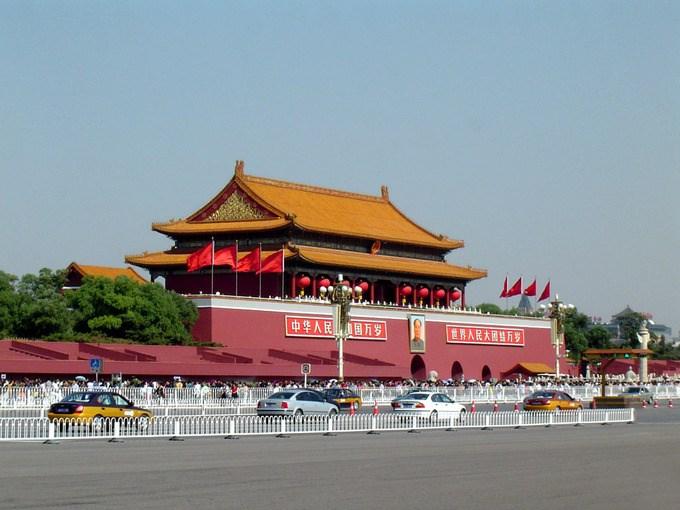 Điểm đến gợi ý là Bắc Kinh, Cáp Nhĩ Tân (Trung Quốc) và Nga. Thời điểm hợp mạng là tháng 6, tháng 7 và tháng 8. Thầy Poon nhận định, người tuổi Sửu năm nay may mắn, nên xem xét du lịch về hướng Bắc.