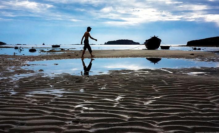 Sóng cát góp phần tạo nên vẻ đẹp cho làng chài Mỹ Hiệp.