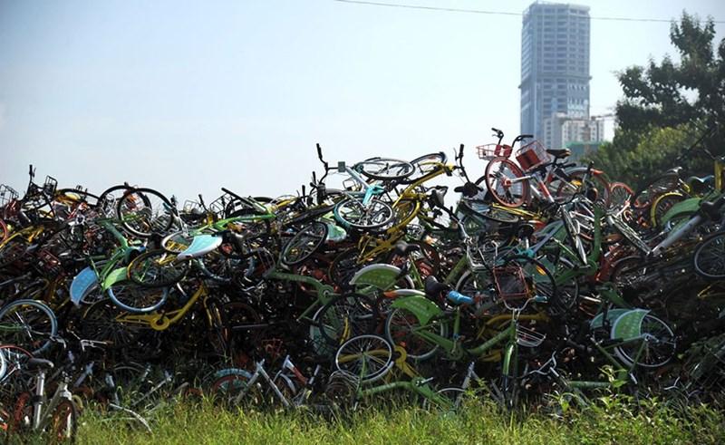 Đống xe đạp đỗ trái phép tại thành phố Hợp Phì, An Huy.