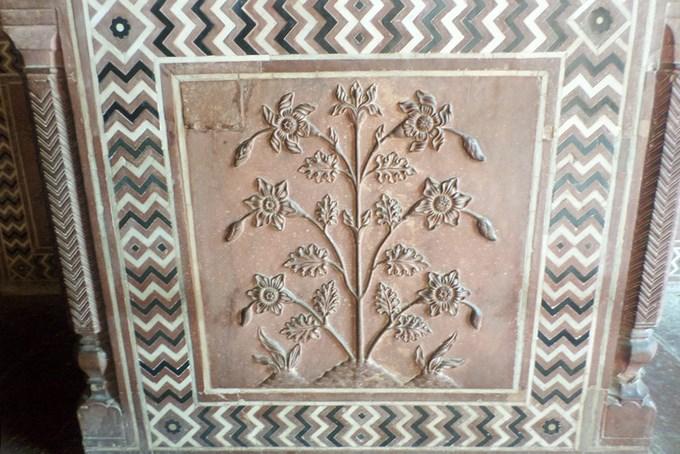 Đền do kiến trúc sư Ahmad Lahori thiết kế theo phong cách kết hợp giữa kiến trúc Ba Tư, Trung Á và Hồi giáo. Ảnh: Phong Vinh.