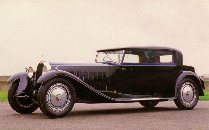 10. Bugatti Type 41 Royale Kellner Coupe: Chiếc Bugatti này được coi là một trong những chiếc xe hơi lớn nhất từng được sản xuất. Riêng khối động cơ của xe đã có kích thước dài đến 1,4m và cao 1,1m. Xe được bán với giá 20.376.595 triệu USD thông qua một phiên đấu giá.