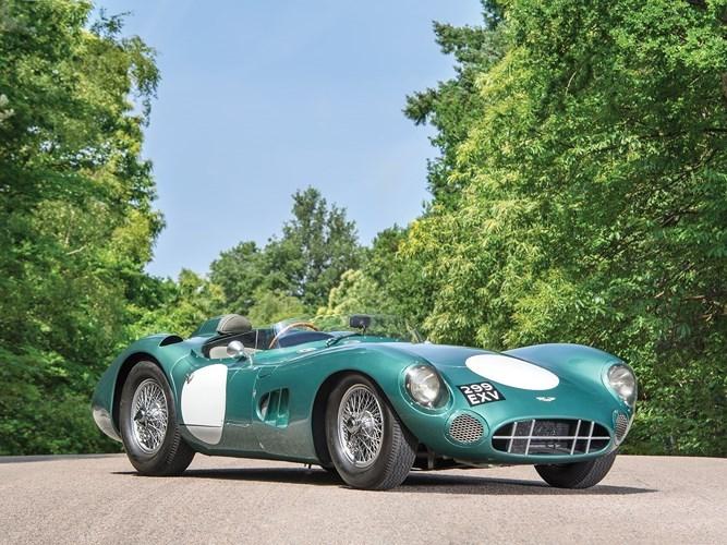 6. Aston MArtin DBR1/1: Là chiếc đầu tiên trong số 5 chiếc được Aston Martin sản xuất, chiếc xe này cũng từng thắng tại giải đua Nurburgring 1.000 km và từng được lái bởi Caroll Shelby, Stirling Moss, Roy Salvadori,... Giá trị xe đạt 24.187.630 triệu USD.