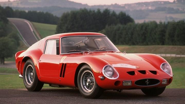 2. Ferrari 250 GTO 3851 GT: Xe được bán với giá 33.054.186 triệu USD và trở thành chiếc xe đường phố có giá bắt đắt nhất tại một phiên đấu giá.