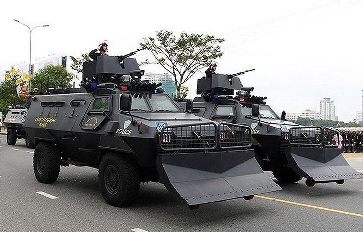 Xe có trọng lượng chiến đấu 11,6 tấn, chiều dài 6,4m và cao 2,4m. Vỏ xe Shinjeong S5 có thể chống lại các loại đạn bộ binh thông thường tới cỡ 7,62mm, quanh thân xe được gắn nhiều camera theo dõi cho phép kíp chiến đấu lẫn binh sĩ có thể dễ dàng quan sát bên ngoài khi ngồi bên trong.