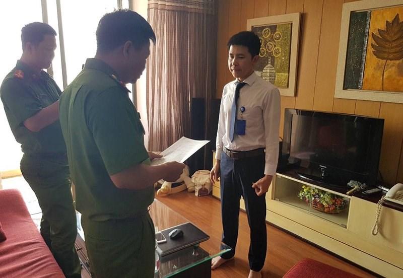 Bộ Công an đọc quyết định bắt giữ, khám xét nơi ở của Nguyễn Minh Quang - mắt xích quan trọng trong đường dây cá độ bóng đá qua trang mạng m88gin.com.
