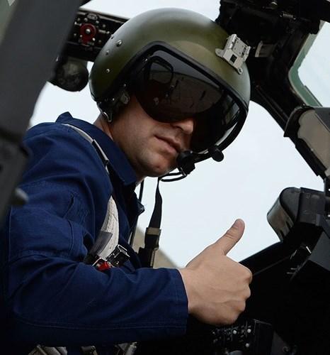 Phi công của trực thăng Mi-28 trong một cuộc tập trận trung đoàn trực thăng tại sân bay Chernigovka ở vùng Primorsky.