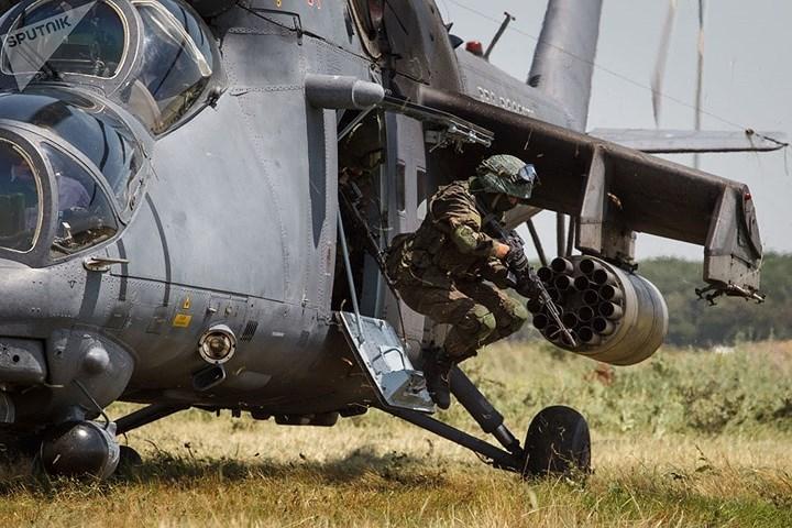 Quân nhân trong đơn vị đặc nhiệm tham gia tập trận chiến thuật ở sân bay Korenovskiy gần Krasnodar, Nga.