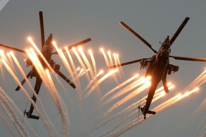 Trực thăng săn đêm Mi-28 trong cuộc thi quốc tế Aviadarts-2016.