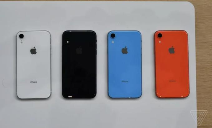 Máy có tới 6 màu sắc để lựa chọn bao gồm trắng, đen, đỏ, xanh, cam san hô và vàng. Apple từng giới thiệu một mẫu iPhone