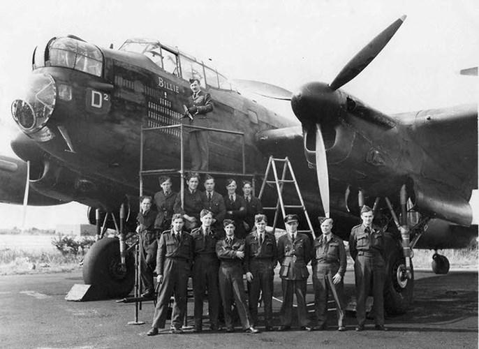 Avro Lancaster là máy bay ném bom hạng nặng 4 động cơ của Anh. Máy bay này được sử dụng trong nhiều trận rải bom ở Đức. Đặc biệt, chiến dịch rải bom năm 1943 do chiếc Lancaster tiến hành với tên gọi Chiến dịch Chastise đã phá hủy các đập thủy điện trong thung lũng Ruhr. Mỗi một chiếc Lancaster trong tổng số 35 chiếc đã thực hiện thành công sứ mệnh trong hơn 100 cuộc tấn công.