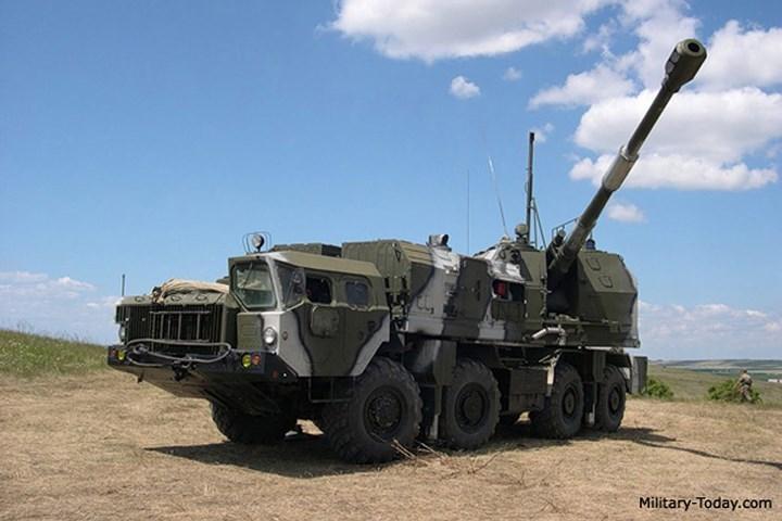 Bereg là tổ hợp pháo phòng thủ bờ biển tự hành cỡ 130 mm của Nga, được phát triển từ thập niên 1980 và lần đầu tiên được giới thiệu trước công chúng vào năm 1993. Ảnh: Military-Today.