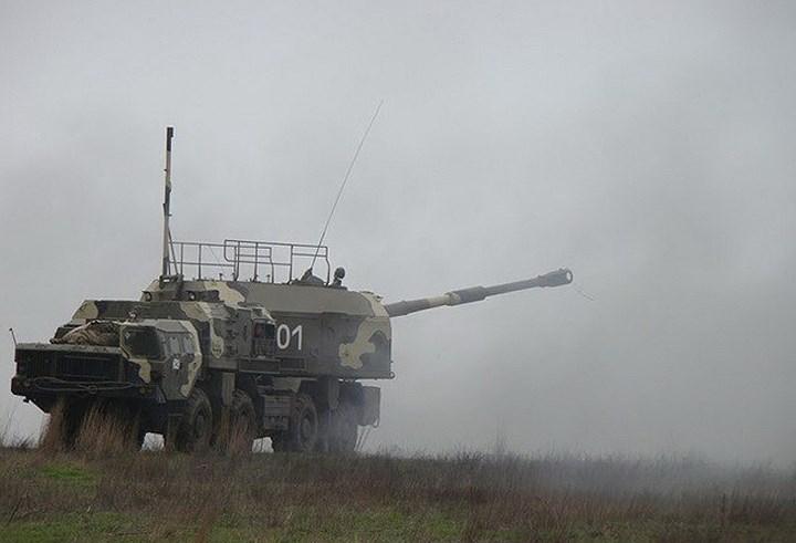 Bereg không đơn giản chỉ là tổ hợp pháo tự hành bờ biển. Loại pháo cỡ nòng 130mm này được đặt trên khung gầm xe hạng nặng còn hoạt động như một loại súng trường tầm xa ven bờ. Ảnh: DefenceTalk.