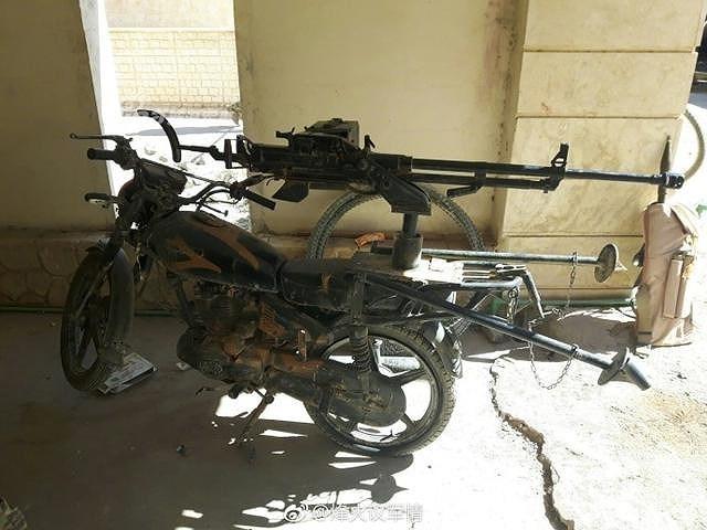 Ngoài việc phục kích tại những địa điểm cố định, phiến quân còn lắp súng lên các xe gắn máy để tăng độ cơ động khi phục kích đối phương.