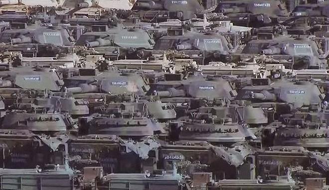 Với đặc trưng khí hậu khô và gần như bị cô lập hoàn toàn của Sierra Army Depot, khu vực này đã được lựa chọn để làm nơi tập kết hàng ngàn xe tăng - thiết giáp dư thừa của Quân đội Mỹ