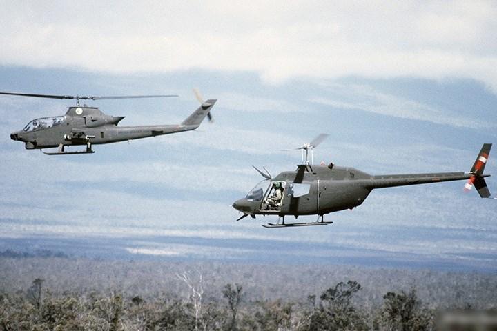 Máy bay này được thiết kế chuyên biệt cho nhiệm vụ hố tống trực thăng chở quân của quân đội Mỹ.