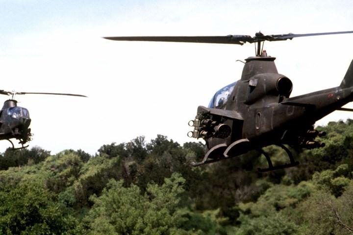 Do thiết kế khí động học và trọng lượng nhẹ, máy bay này (phiên bản gốc) có tốc độ tối đa gần gấp đôi tốc độ máy bay trực thăng vận tải mà nó hộ tống.