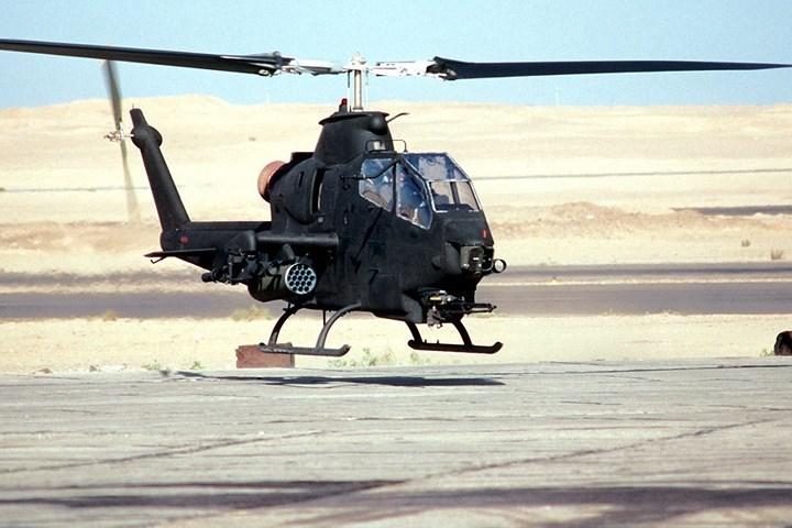 Bell AH-1 Cobra có càng hạ cánh đơn giản nhưng rất chắc chắn.
